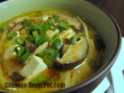 Low Sodium Hot and Sour Soup with Tofu and Mushroom