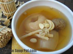 Moisturizing Asian Pears Herbal Soup with Dried Figs